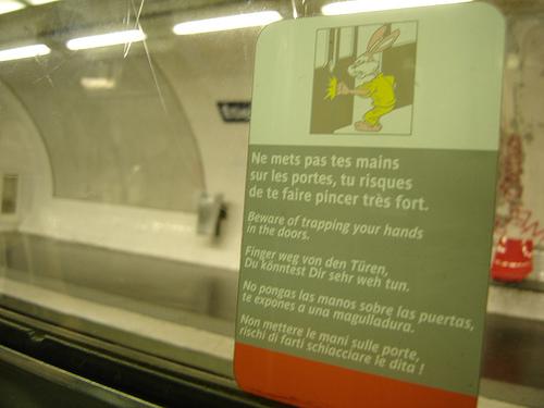 warning on french metro doors